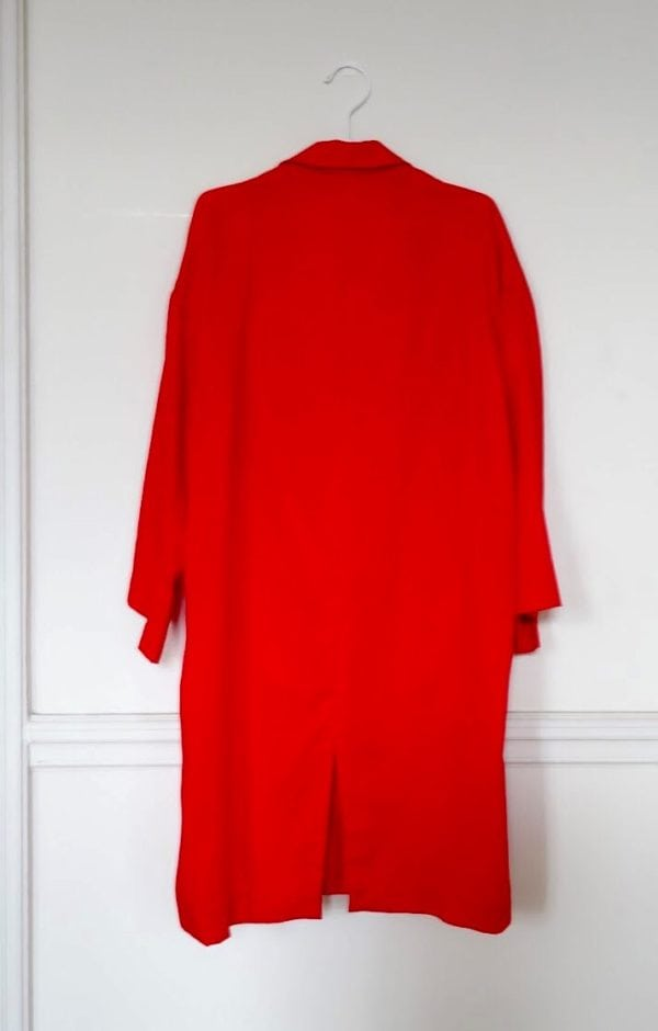 0010 Coat Pockets - Tencel_Red- 3 back_sleeves down