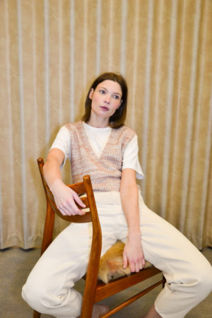 Marianne Winten knitwear designer RETTIE spencer brown blue on model