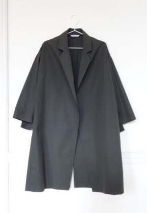 0010 Coat Pockets - Organic Cotton_Charcoal Scarab - 1 front_sleeves down