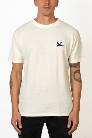 Ornament blue crane embroidery T-shirt on male front