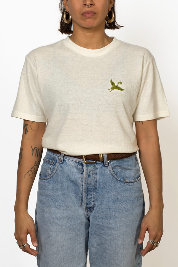 ornament hemp T-shirt with green crane embroidery on chest on female