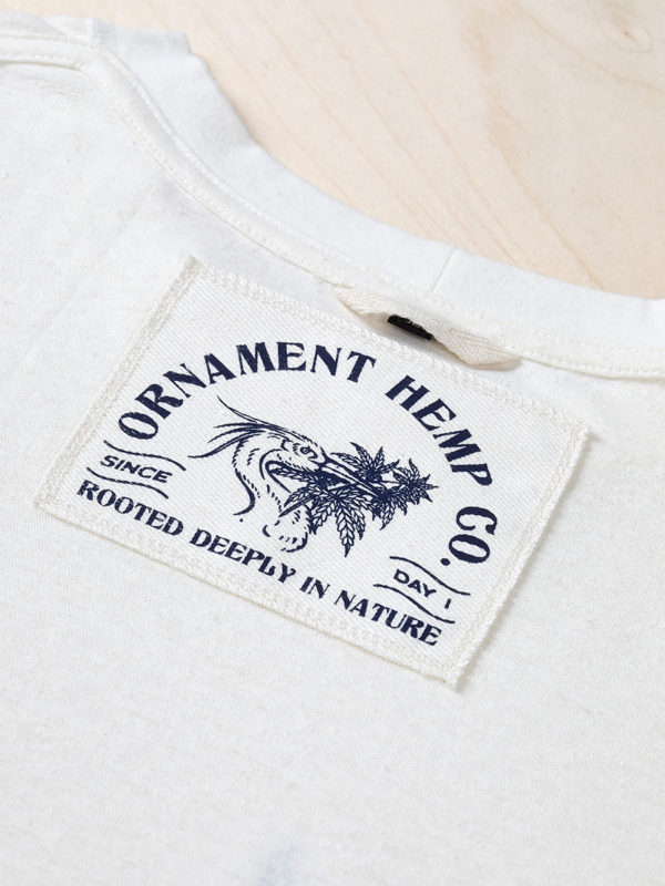 Ornament blue crane embroidery T-shirt screen printed label